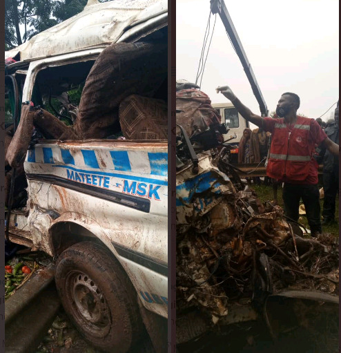 Horrible: 14 Dead After Trailer In Crashes Commuter Taxi